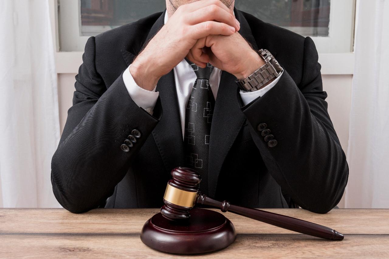 avukat elleri bağlı